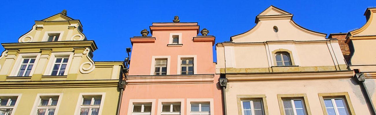 Jelenia Góra - barokowe kamieniczki okalające Rynekynku
