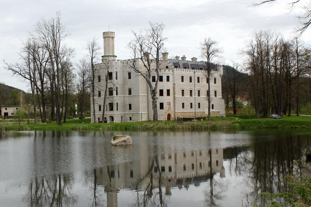 zamek w Karpnikach - polska Dolina Loary